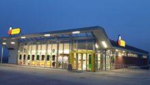 Pawilon handlowo-usługowy z infrastrukturą techniczną, konstrukcją oporową i infrastrukturą drogową w Modlnicy